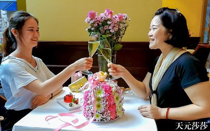 天元莎莎和时尚品牌花艺合作花艺布置高端讲座